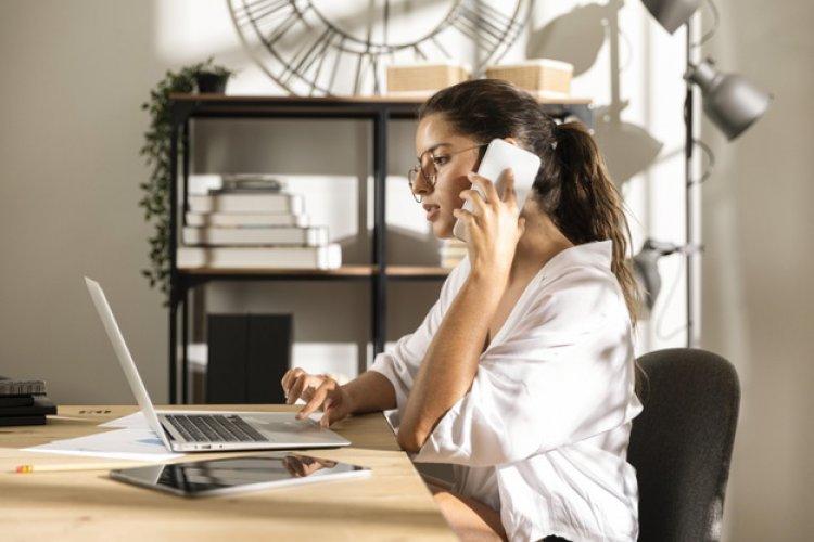 ऑफिस में स्मार्ट एम्पलाई के तौर पर पहचान चाहती हैं तो ख़ुद से जुड़ी इन बातों को कलीग्स से न बताएं