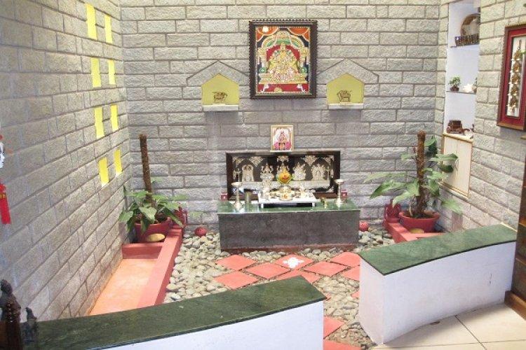 पढ़ें, घर के पूजा कक्ष के कुछ वास्तु विशेष नियम क्या हैं