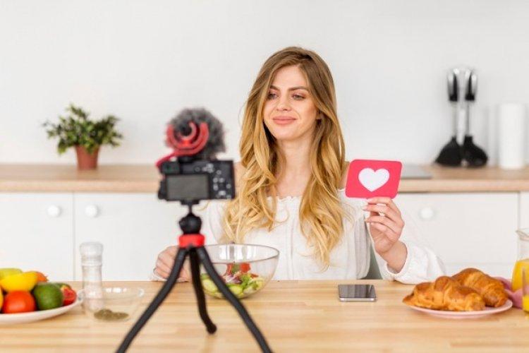 यूट्यूब चैनल में कैसे बढाएं  व्यूज और कैसे कमाए रूपीज़