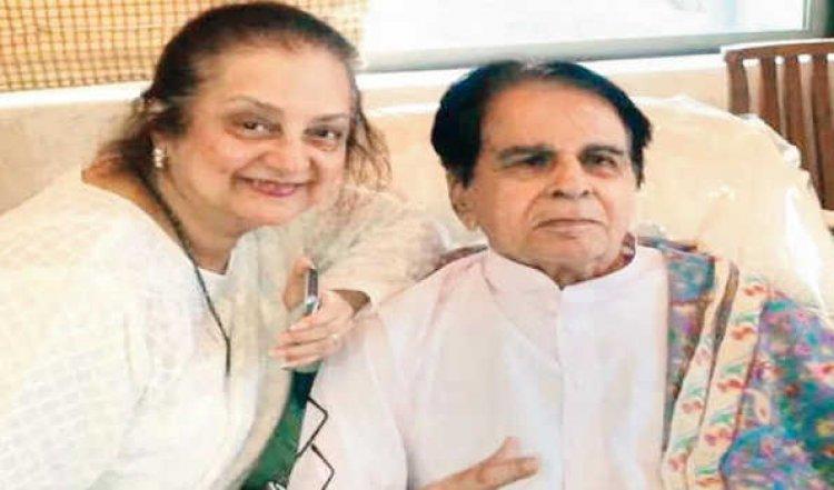 दिलीप कुमार स्वस्थ होने के बाद अस्पताल से घर पहुंचे