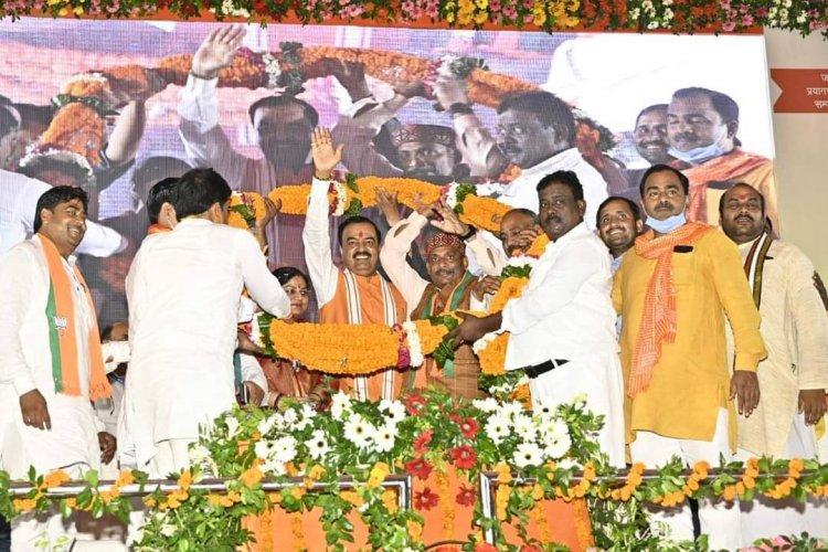 उप मुख्यमंत्री ने कौशांबी में किया विभिन्न परियोनाओं का लोकार्पण एवं शिलान्यास
