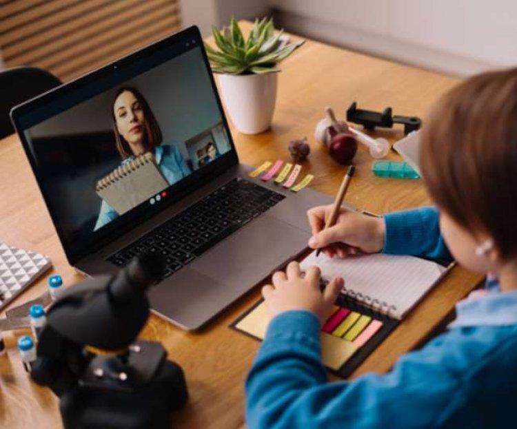क्या आपने अपने बच्चों को इंटरनेट यूज़ से रिलेटेड ये इंपोर्टेंट इन्फॉर्मेशन दी हैं?