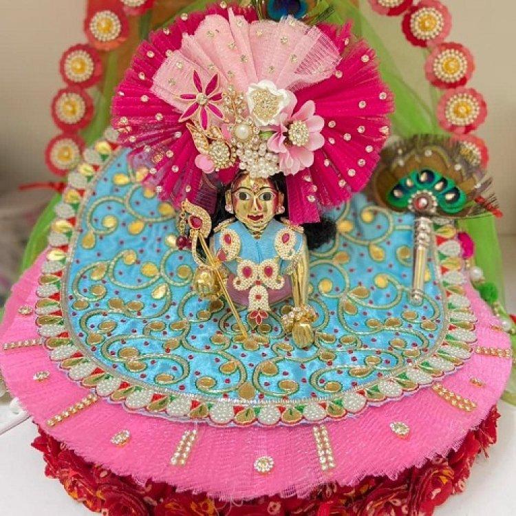 Janmashtmi Special 2021 : जन्माष्टमी के मौके पर कान्हा जी को पहनाएं ये रंग-बिरंगे सुंदर वस्त्र