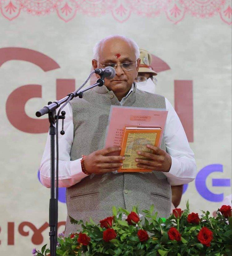 भूपेन्द्र पटेल ने राज्य के 17 वें मुख्यमंत्री के तौर पर पद और गोपनीयता की ली शपथ