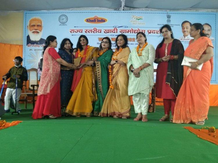 रत्नगिरी सेवा संस्थान की तरफ से काव्य गोष्ठी का किया गया आयोजन