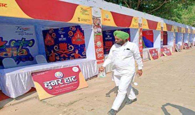 रामपुर में हुनर हाट का जायजा लेने पहुंचे जल शक्ति मंत्री